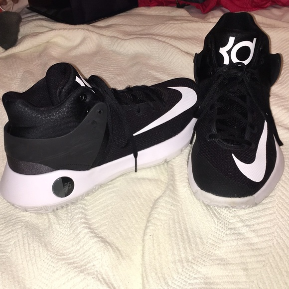 a48c32b481f MENS NIKE KD BASKETBALL SHOES (USED). M 5a7a67f945b30ca690801308